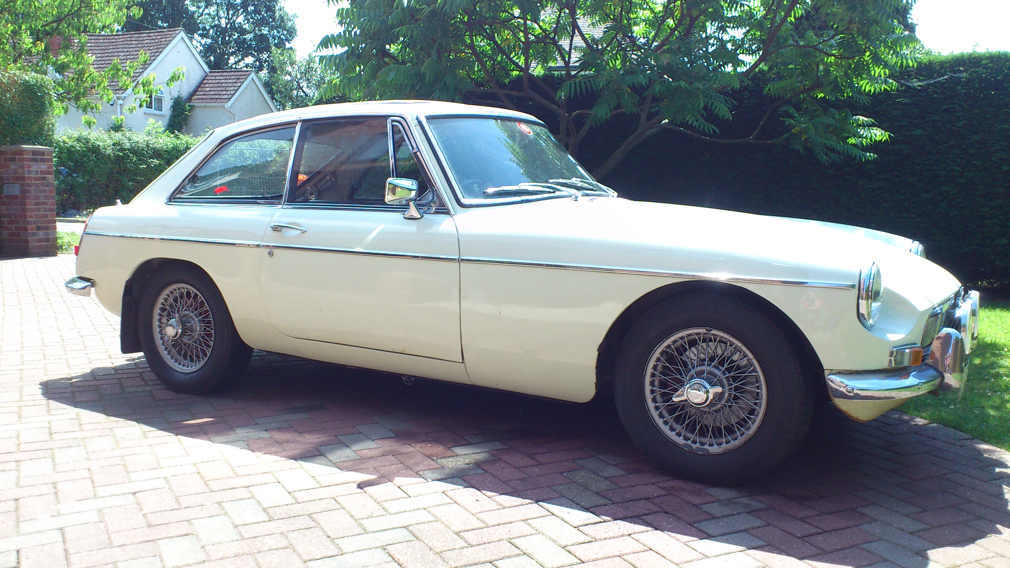 MGB GT 1967 White Right